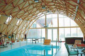 Visuomeninis medinių konstrukcijų baseinas - santvaros.lt