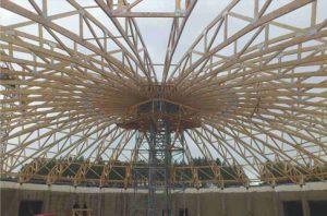 Visuomeninis medinių konstrukcijų pastatas su skliautiniu stogu - santvaros.lt