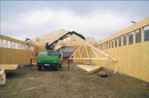 karvidžių stogo santvarų montavimos panaudojant kraną-projektai-santvaros.lt