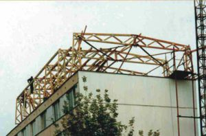 mansardinis daugiabučio namo stogas su medinėmis santvaromis-projektai-santvaros.lt