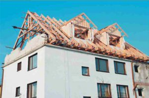 medinės santvaros ant daugiabučio namo-projektai-santvaros.lt