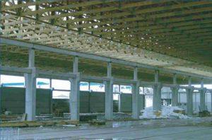 visuomeninis pastatas su didelio tarpatramio medinėmis santvaromis-projektai-santvaros.lt